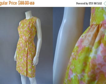 ON SALE Floral  50s Dress - Wiggle Dress - Nylon Print dress -Size S Summer Dress - Sleeveless -Casual Office Dress