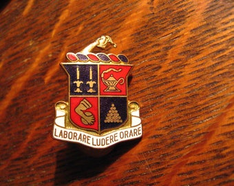 St Johns Military Academy Pin - Vintage Laborare Ludere Orare Wisconsin School