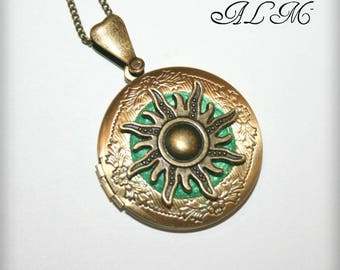 Locket necklace with Sun and Emerald background (m)