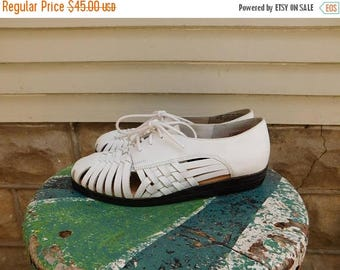 Birthday Sale Vintage White Woven Leather Cut Out Shoes Size 7