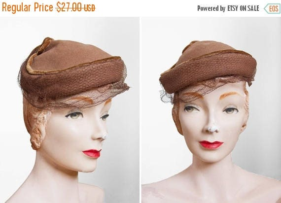 SALE // Vintage 1940s Hat - 40s Hat - Brown Veiled Wool Hat
