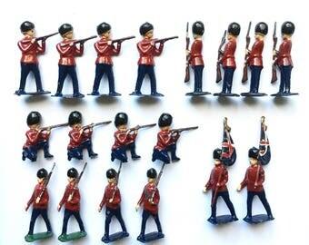 Vintage Grenadier Guards, set of 18 lead soldiers.