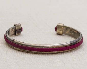 Fuchsia Pink Suede and Silver Metal Simple Vintage Bracelet Bangle Costume Jewelry Cuff 7AR