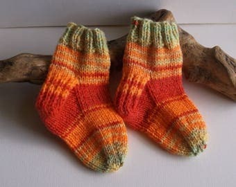 Unisex. Orange and red hand knitted self patterning baby girls or boys socks. 9 to 18 months. UK 3  EU 19  US 3.5