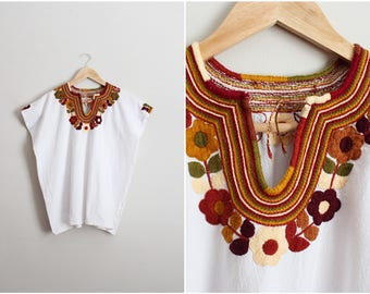70s Mexican Bohemian Blouse / 1970s Floral Hand Embroidered Mexican Top / Boho top / Huipil / One Size