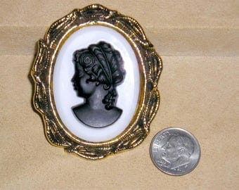 Vintage Glass Cameo Silhouette Brooch 1960's Jewelry 11037