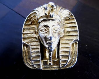 SALE :)) TUTANKHAMUN .  The Pharaoh . Signed Signature Designer Cleopatra Egyptian Revival Egypt Chic 60s 50s Scarf Pin Gold Tone