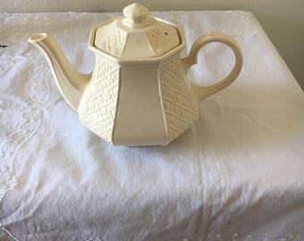 Teapot, Vintage Teapot, Vintage Serveware, Tea Party, Sadler Teapot From England, Cream with Basketweave Pattern