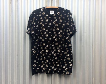 Andazia -- Black t-shirt decorated with a logo pattern -- Large