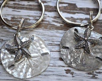 silver sand dollar and starfish keychain, sand dollar key chain, beachcombers keychain, sea lovers keychain, silver sand dollar keychain