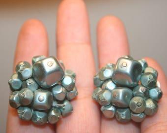 Blue Vintage Earrings,earrings clip on,earrings blue,60s earrings,mad men earrings,blue cluster earrings,clip on earrings,cluster earrings