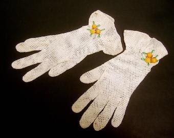 Delicate Ivory Crochet Knit Gloves c 1960s