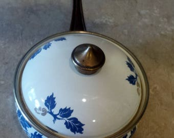 Diso  vintage enamel cooking pot with pretty blue leaf pattern