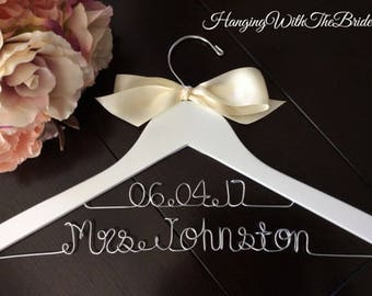 Bride gift, Bridesmaid gift, Custom Bridal Hangers,Bridesmaids gift ideas,Wedding hangers with names,Custom made hangers