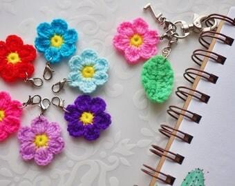 Beautiful flowers planner charm, charm for planner, planner accessory , yarn flower charm, flower and leaf keychain , key ring bag charm