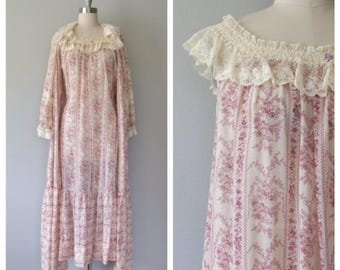 vintage 1970s peignoir set, robe and nightgown, size medium - large