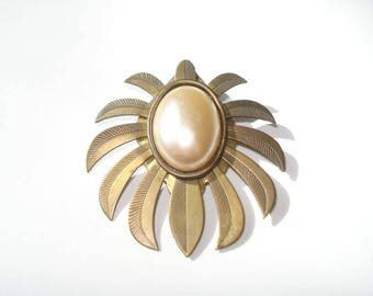 Vintage Brass Pearl Brooch - Floral Burst Pin - Retro Costume Jewelry 1960s