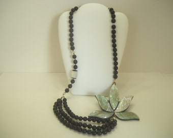 Gorgeous Vintage Mother Of Pearl Necklace (5683)