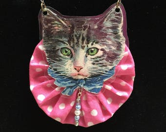Victorian Kitty on Pink