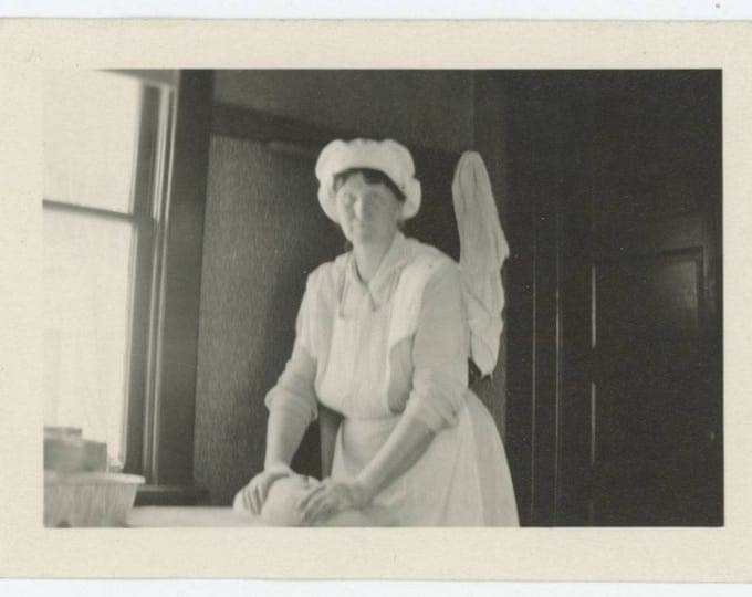 "Vintage Snapshot Photo: ""Mrs Mell, Spokane, making bread"" c1910s (75584)"