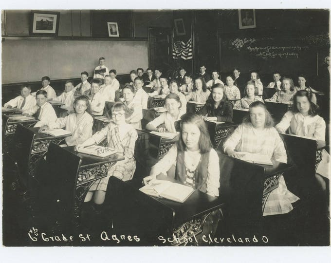 St. Agnes School, Cleveland, OH, 6th Grade Class Photo c1920s (81637 O/S]