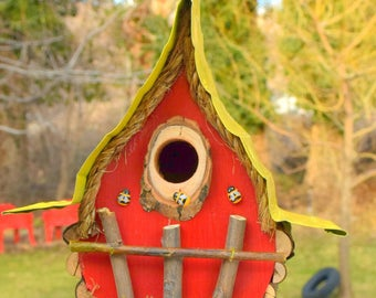Birdhouse with insulated tin roof,  bird house, bees, color options