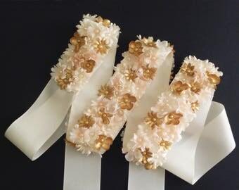Bridal belt. Flower bridal belt. Bridesmaid sash belt. Wedding belt. Pale pink and gold flower sash. Sash with flowers. Satin sash belt.