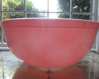 Pyrex 4 QT Mixing/ Nesting Bowl # 404 Pink