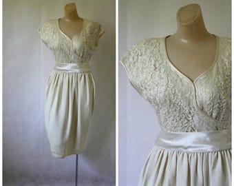 Sale Vintage Ivory Cocktail Dress / Keyhole Back Lace Dress / 1980s Fancy Dress / Vintage Lace Dress / Formal Ivory Dress / Wedding Dress S/