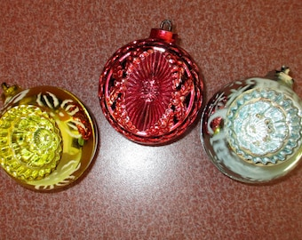 3 christmas ornaments tree decorations Vintage Bradford Ornaments Round INDENTS Metallic Colors Unbreakable Plastic red silver gold 1950s