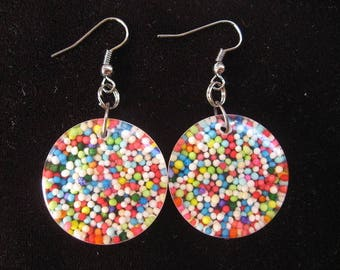 Round earrings with multicolored miniperles