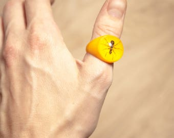Vintage Retro Mod Entomology Insect Ant Displayed In Yellow and Clear Lucite Ring Size 9