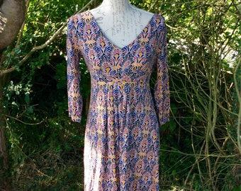 Pretty v neck aztec print long-sleeved dress