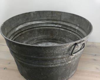 Vintage Galvanized Tub, large planter Farmhouse Antique