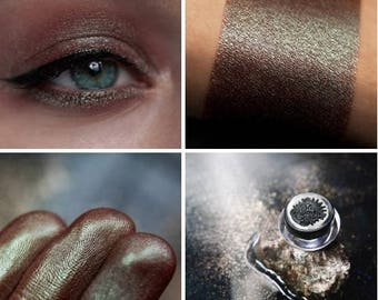 Eyeshadow: Praising the Moonlight - Undead. Silvery-green chameleons eyeshadow by SIGIL inspired.