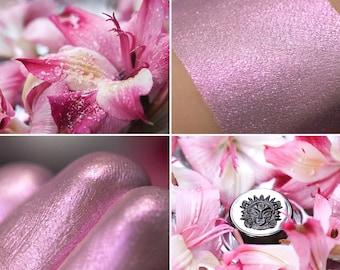 Eyeshadow: Dancer on Wet Petals - Fairy. Light pink shimmering eyeshadow by SIGIL inspired.