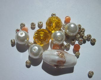 11 oval and round glass beads with seed beads (D39)