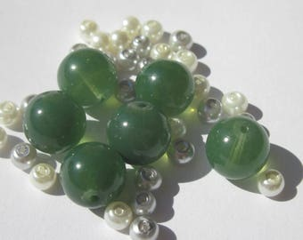 36 round 4-10 mm (PV40-4) white, gray and green glass beads