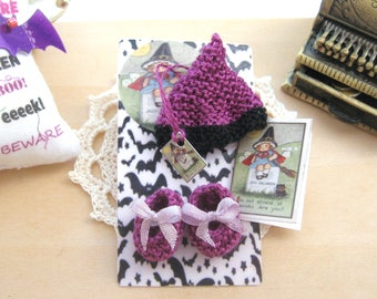 dollhouse witch baby doll knitted outfit clothes hat and shoes halloween 12th scale miniature