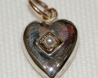 15ct Antique Seed Pearl Heart Pendant (C:1900)