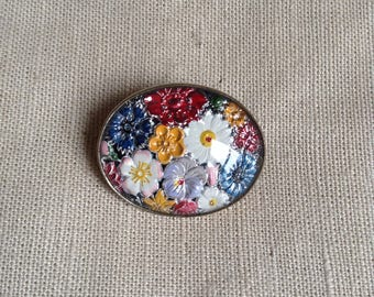 1950's oval floral brooch.