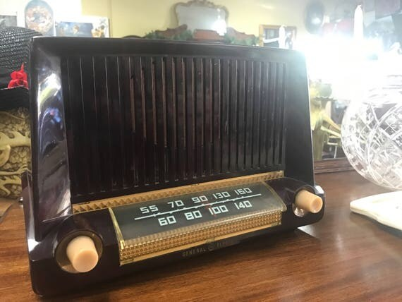 G. E. radio with bakelite or plastic case am/fm wirks great!