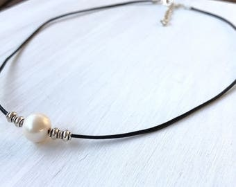 Leather pearl  necklace, single pearl necklace, single pearl choker, leather and pearls, pearl necklace, minimalist jewelry, bridesmaid gift