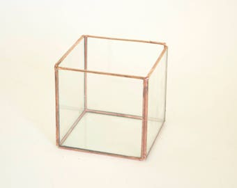 Tiny glass cube
