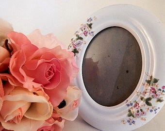 Picture Frame White Oval Portrait Table Top or Wall Hanging Vintage Victorian Floral Home Decor