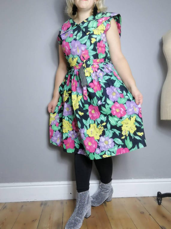 80s tropical dress / cotton floral vintage dress / belted 80s dress / 80s spring party dress / retro print dress / floral puff dress