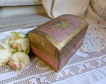 Vintage Florentine small jewelry box. Pink and gold. Florentine chest. Florentine jewelry casket. Cottage decor. Jeanne d'Arc living