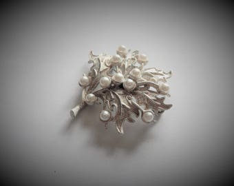 Snowy Leaf Brooch with Faux Pearls