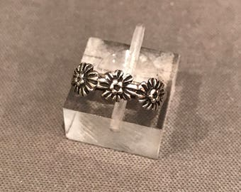 Size 4, Vintage sterling silver flower ring, 925 silver band, stamped 925