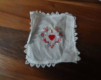 Muffy ~ Hearts & Flower: hanky